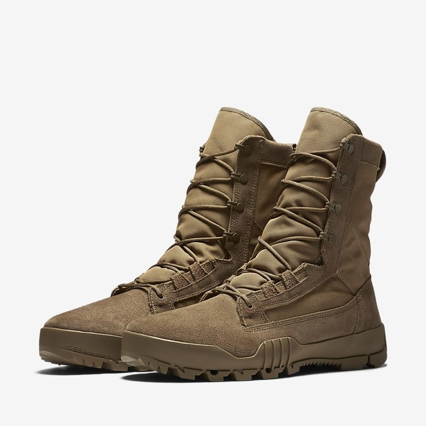 A pair of SFB Jungle tactical boots