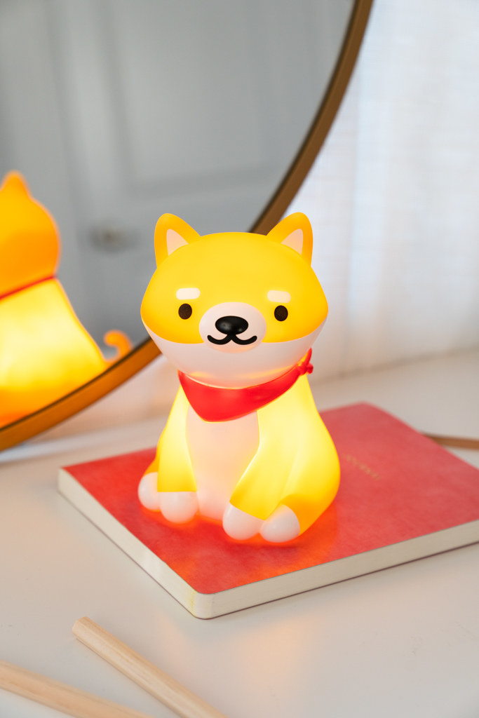The dog lamp on a desk