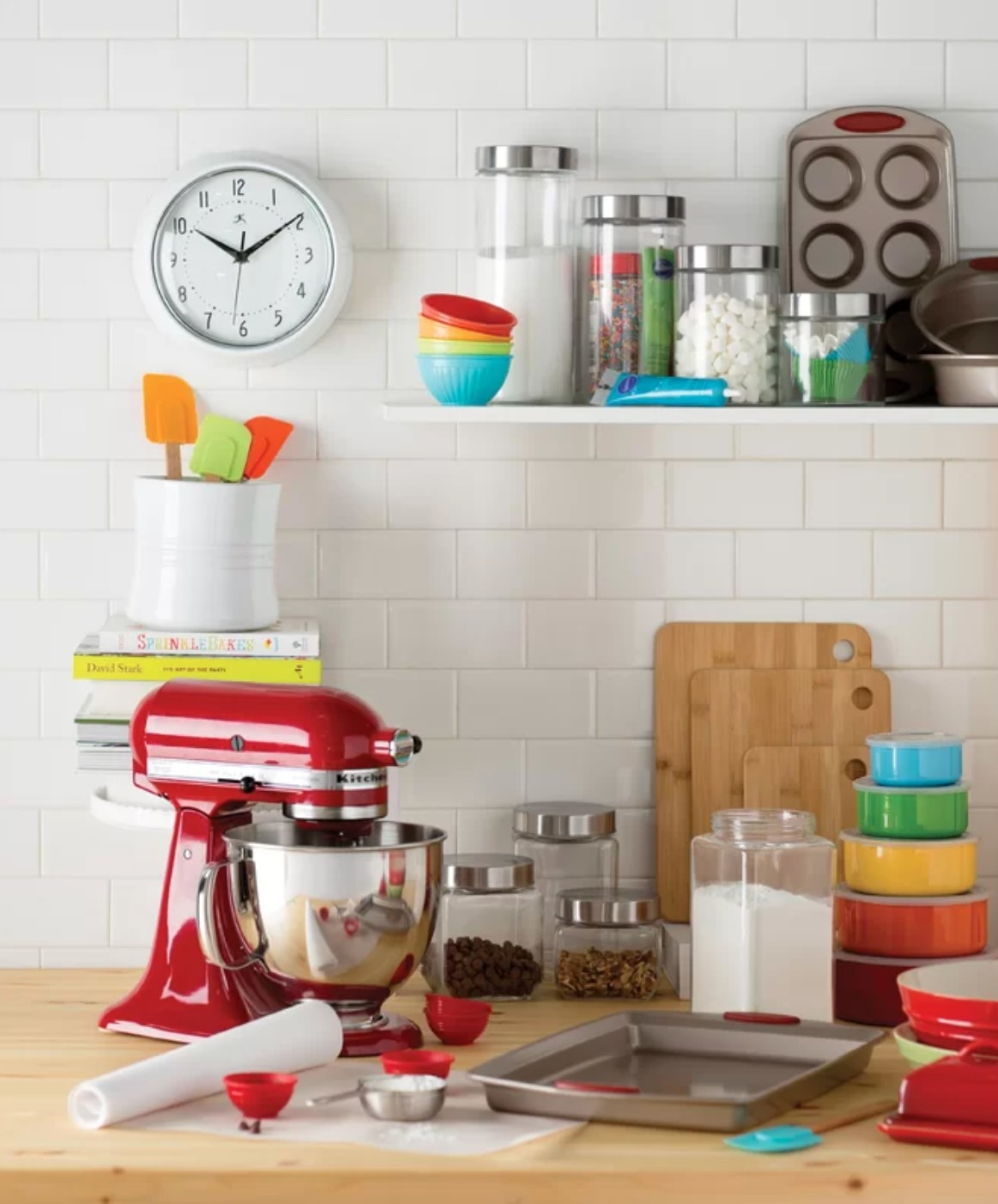 The four-piece bakeware set with metal and red accents