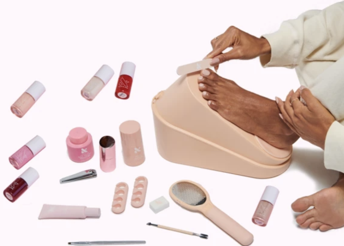 Model painting her toes with using items from the set
