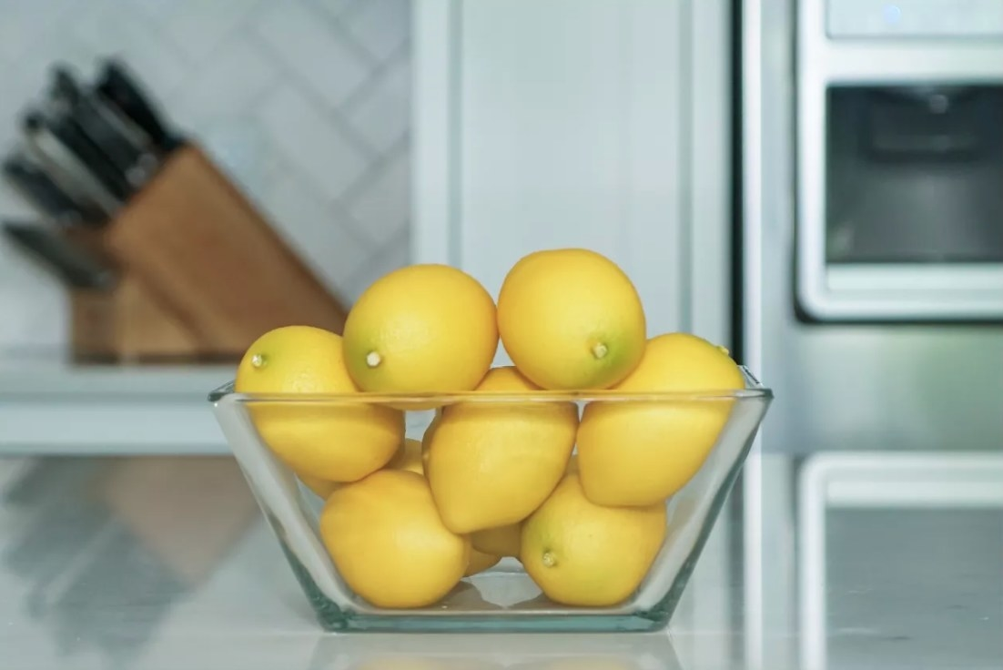 The 11 piece unscented lemon vase filler