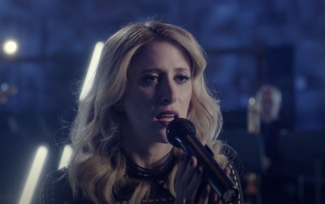 Caissie Levy, who plays Elsa, singing Monster as a sneak-peek to the show