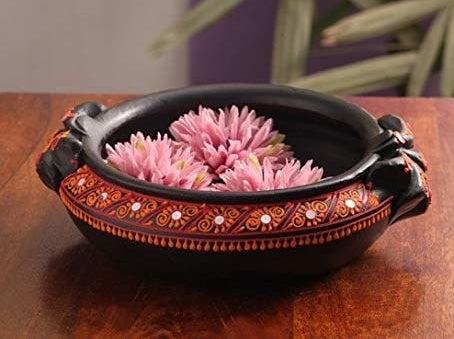 Urli with flowers inside.