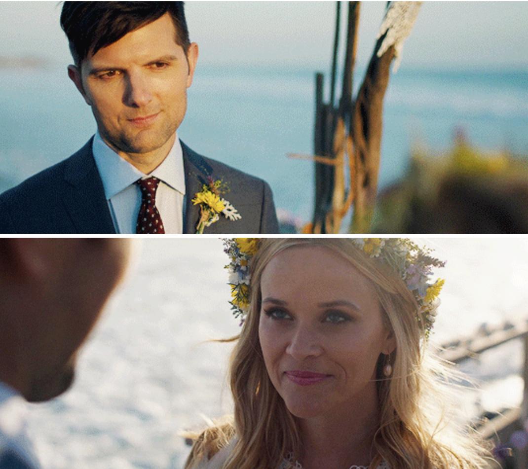 埃德和梅德琳在海滩上重温了他们的誓言