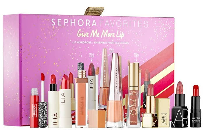 The gift set of 8 lipsticks in different shades