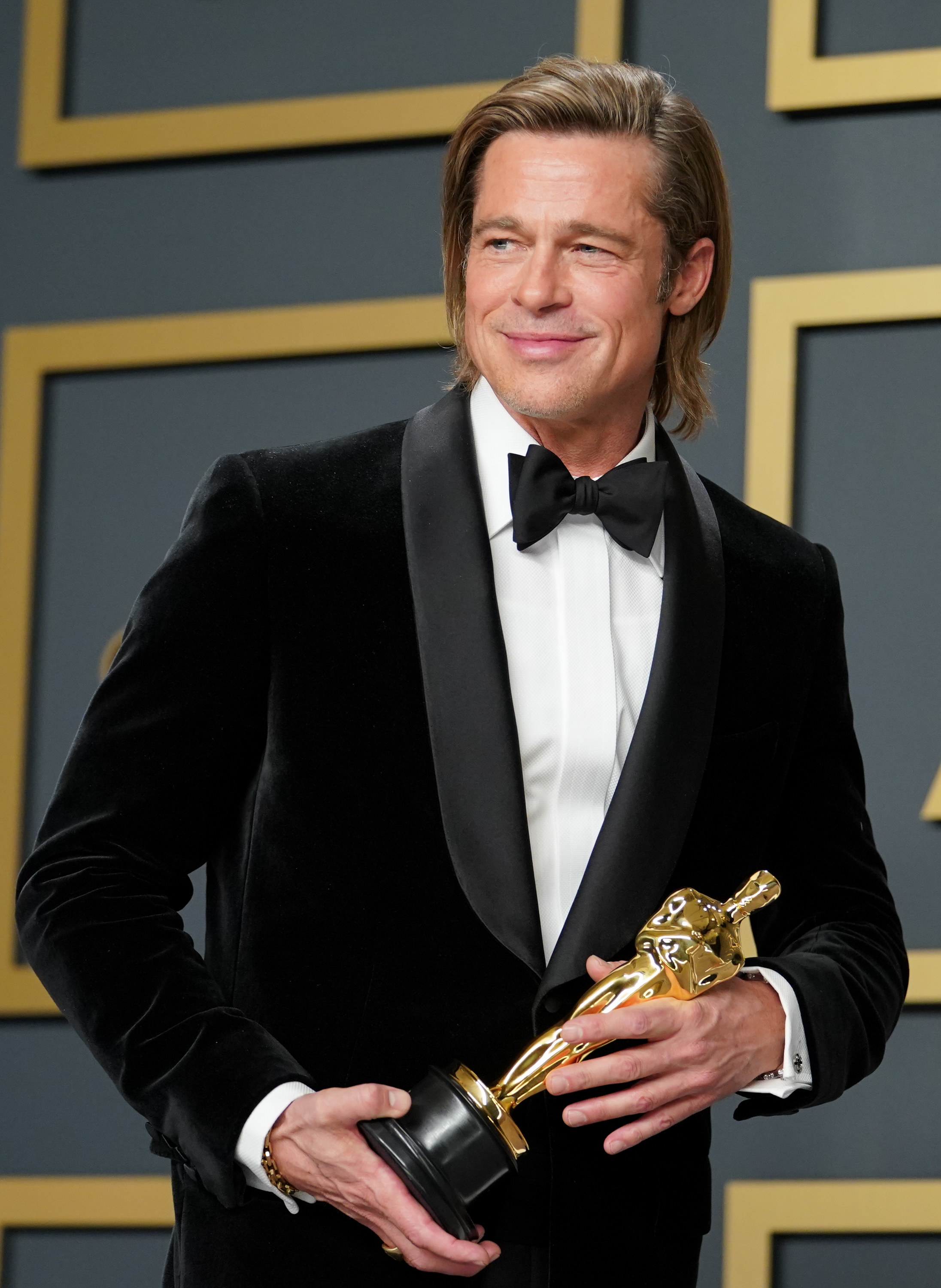 Brad Pitt posing with his Best Actor Oscar in 2020