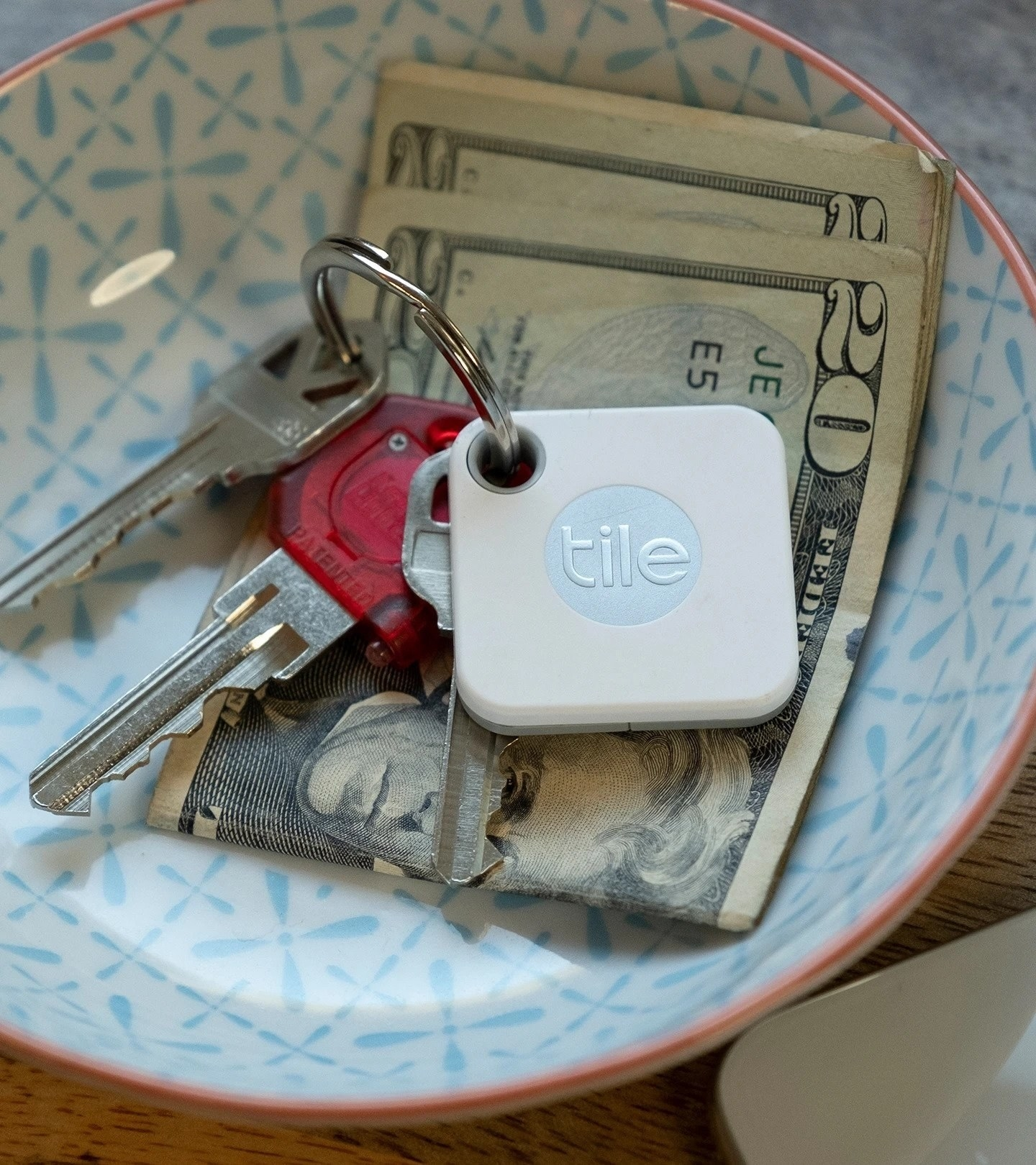the Tile attacked to a ring of keys in a bowl