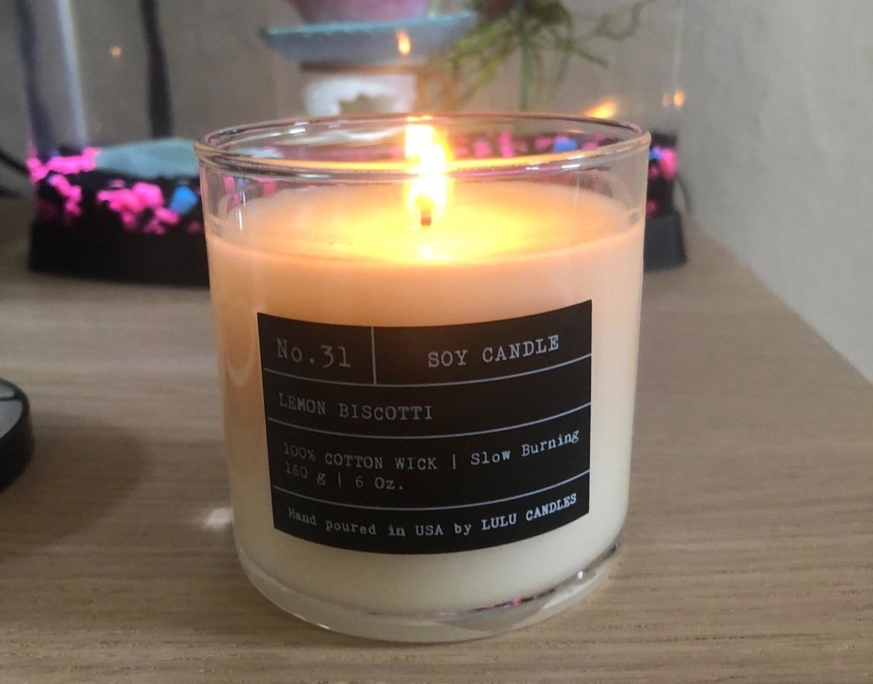 The lemon biscotti candle