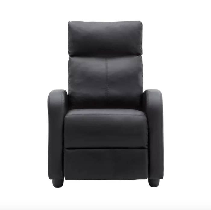 The home theatre recliner in black leather