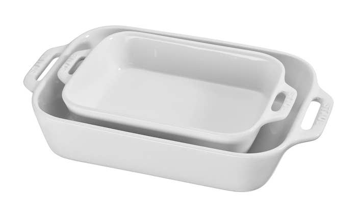 The baking dishes in white