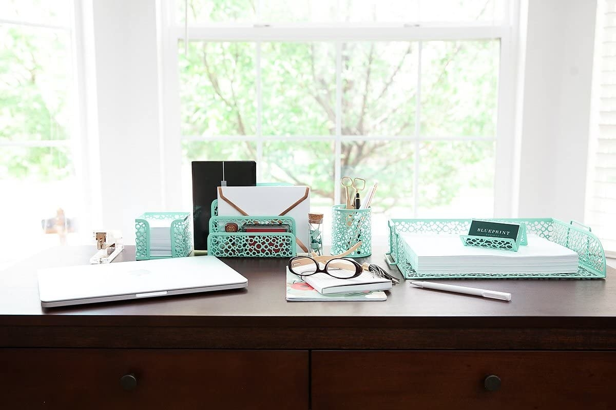 The organizer set in mint green