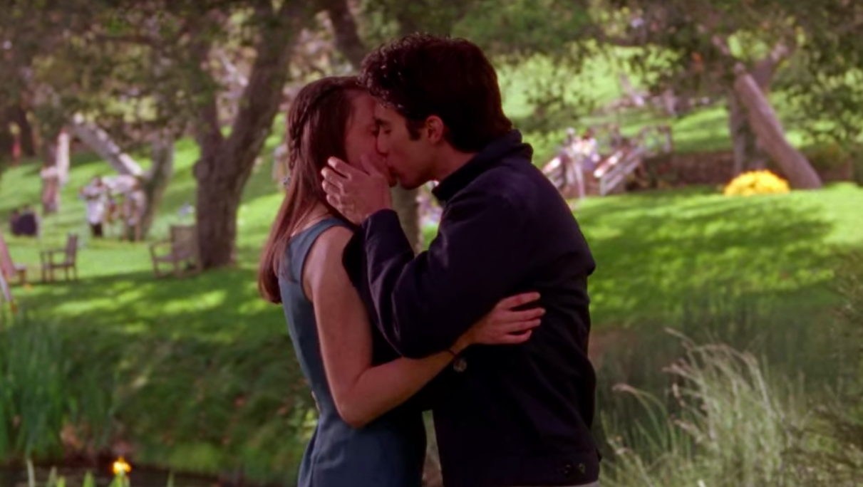 Rory and Jess kiss at Sookie's wedding