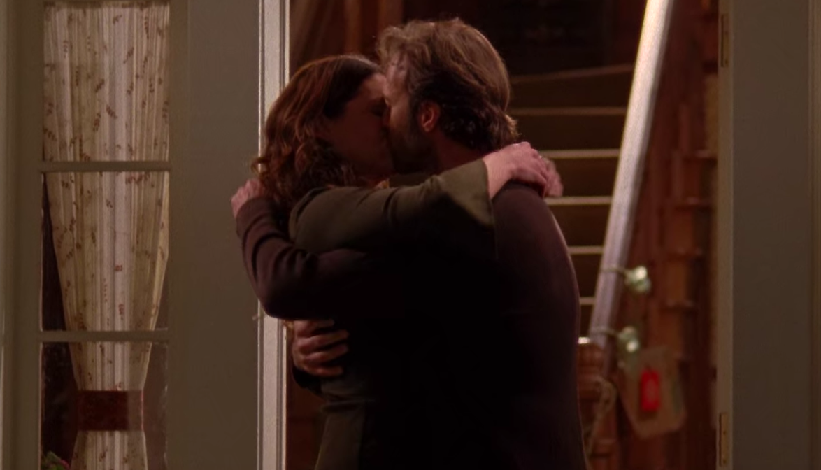 Luke and Lorelai kiss for the first time