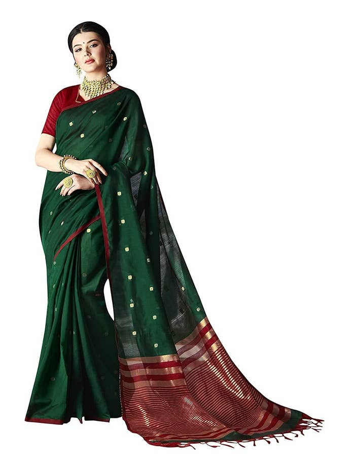 A woman dressed up in the saree.