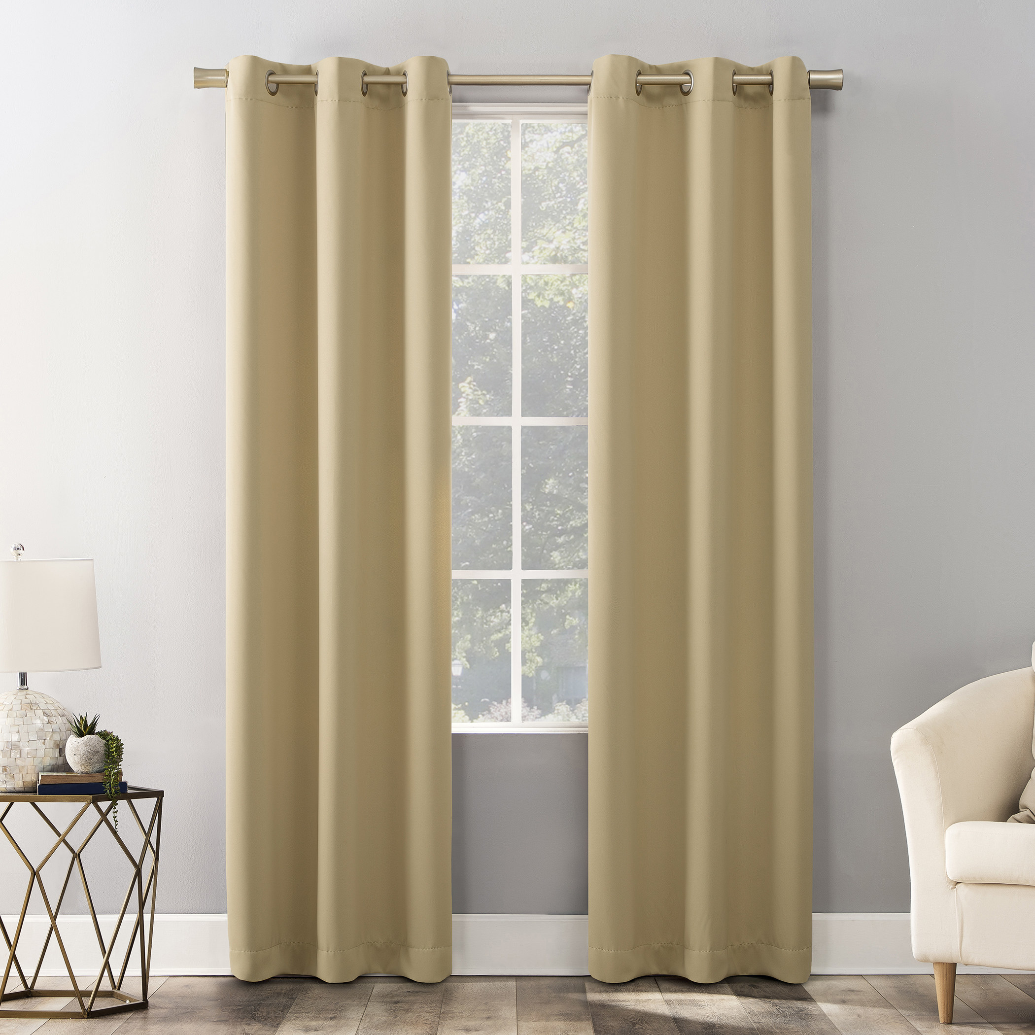 The curtains in the color yellow