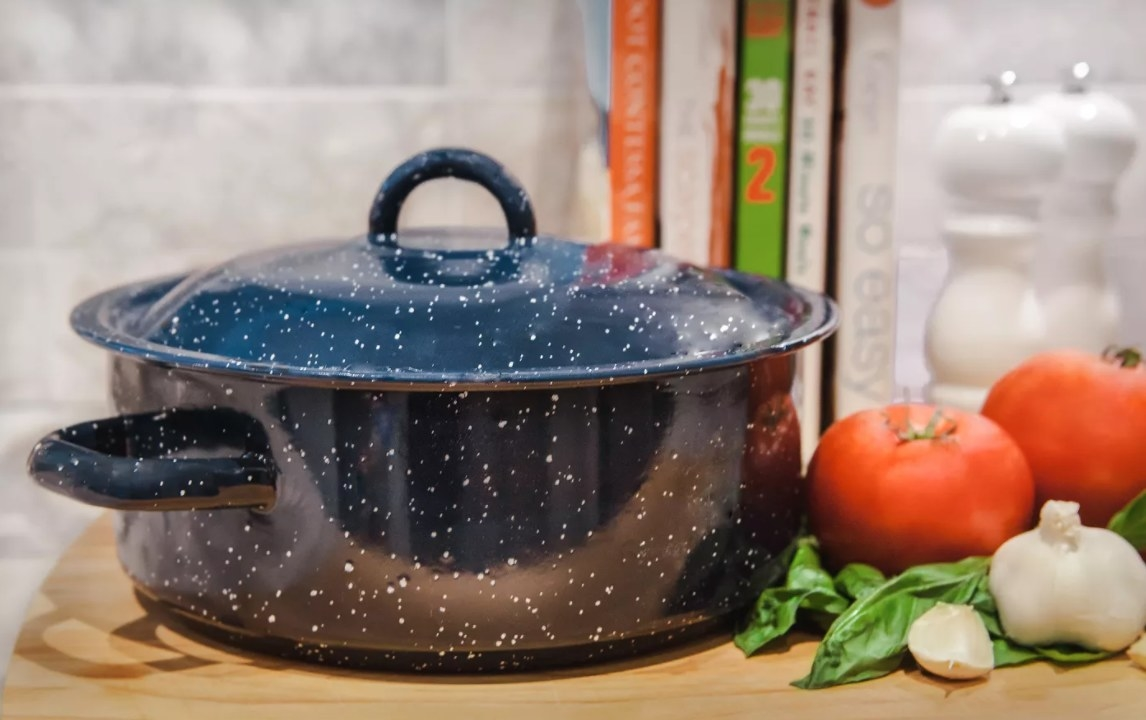 The blue enamel crockpot with speckle design
