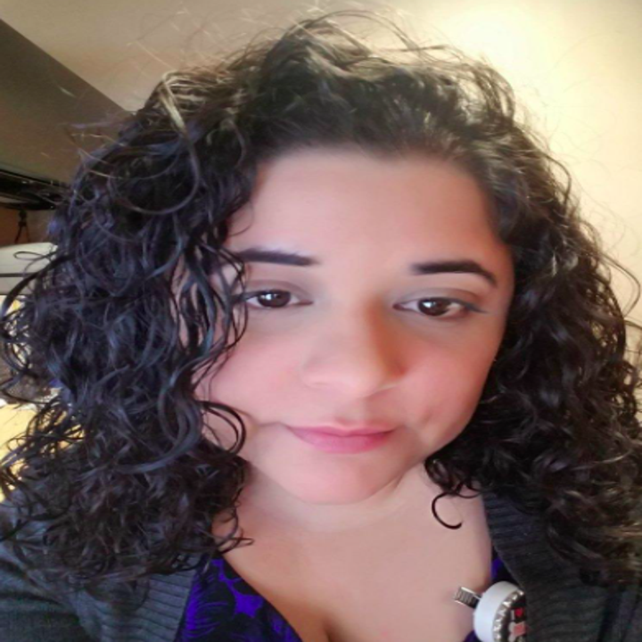 reviewer with wet curly hair