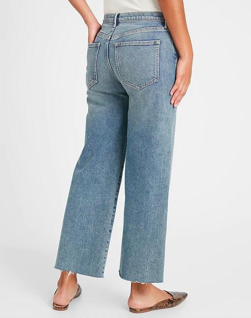 the raw hem light blue jeans
