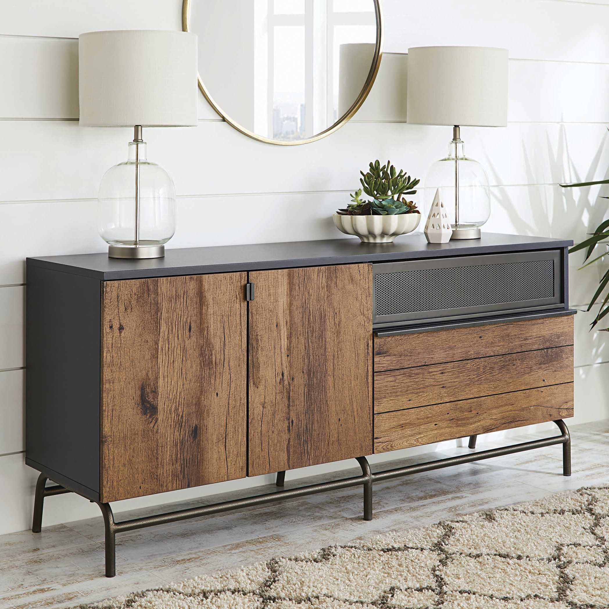 The credenza in use