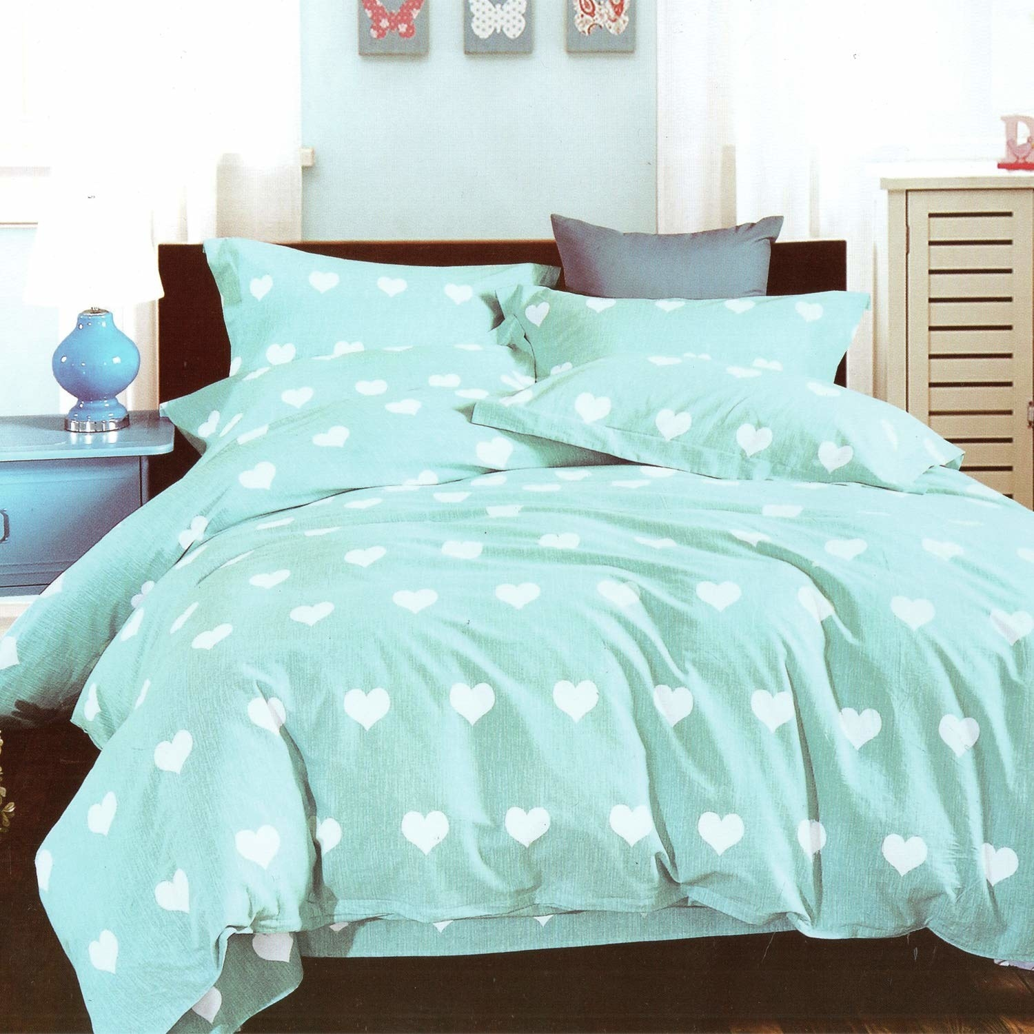A bedsheet with heart prints