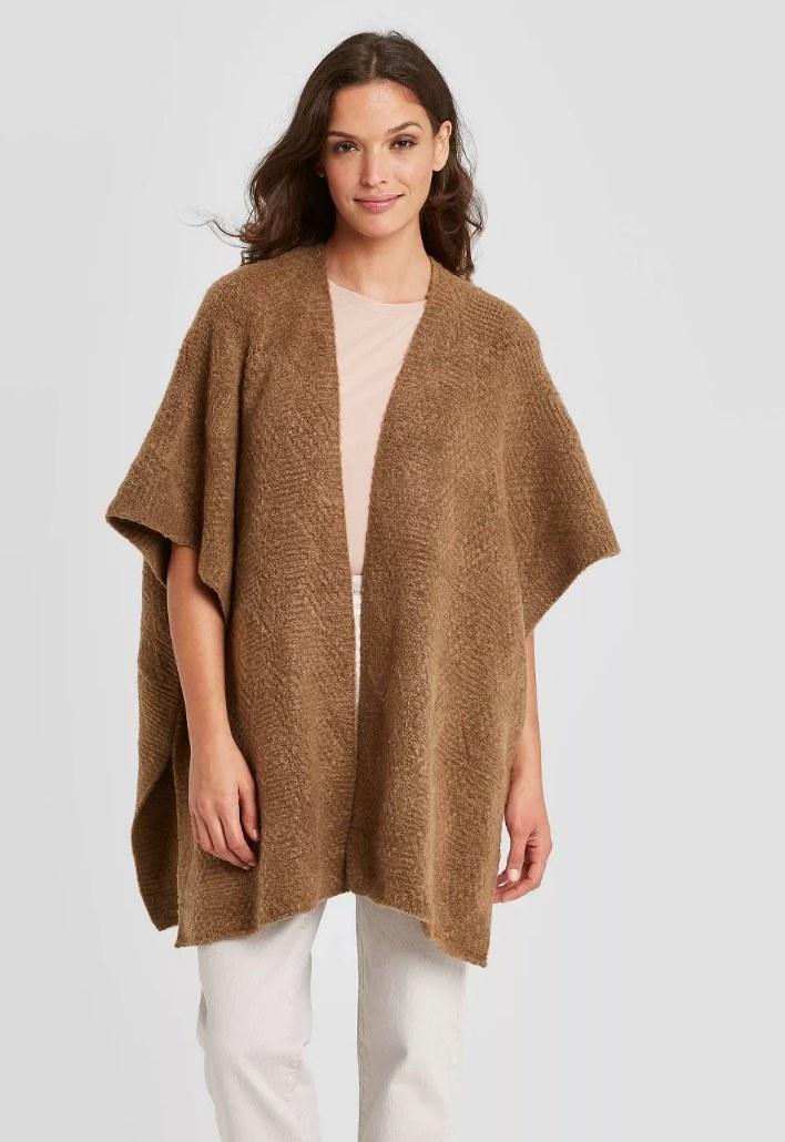 Model wearing brown kimono shall