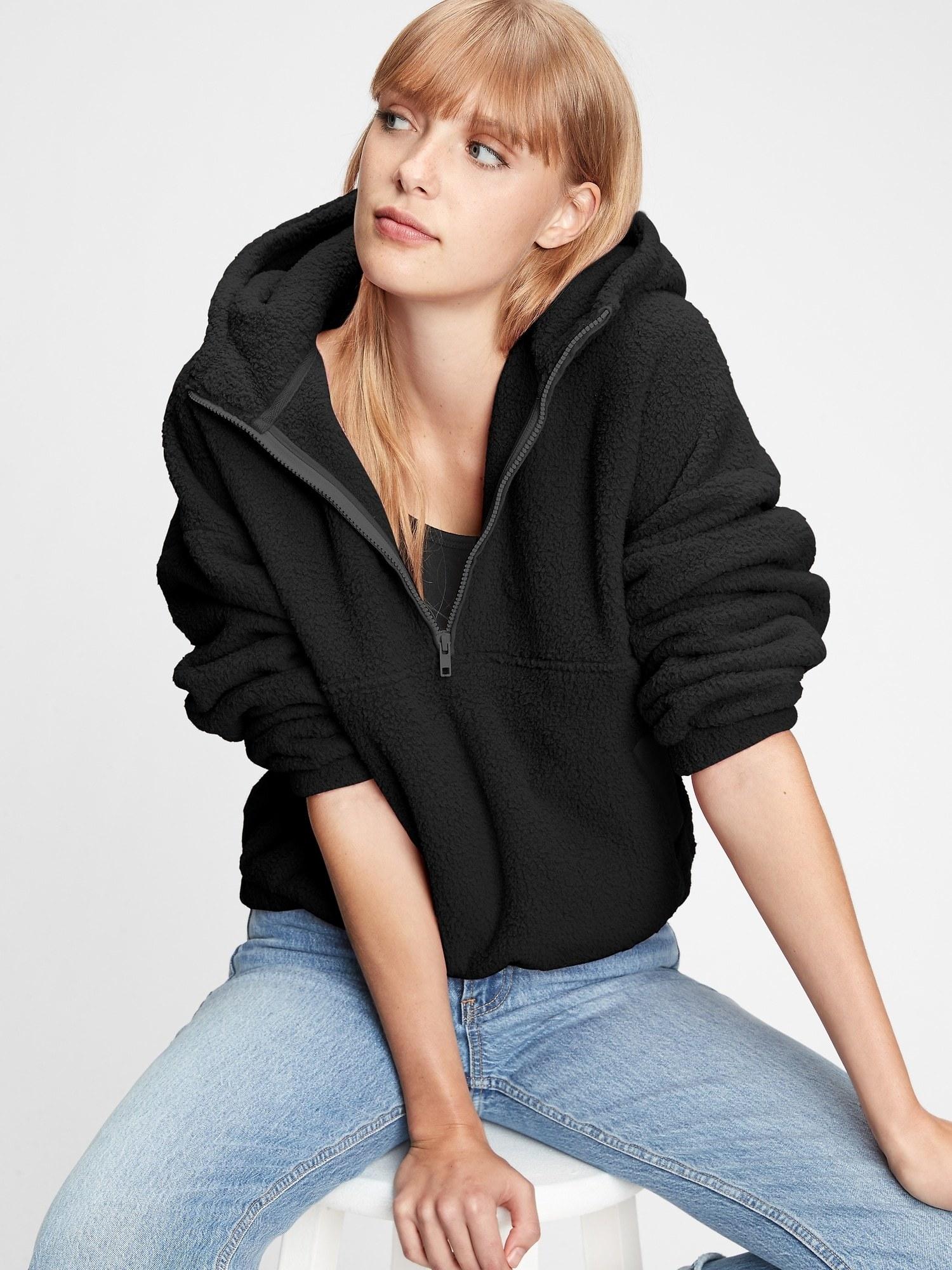 The half-zip hoodie in black