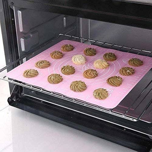 A baking mat with cookies