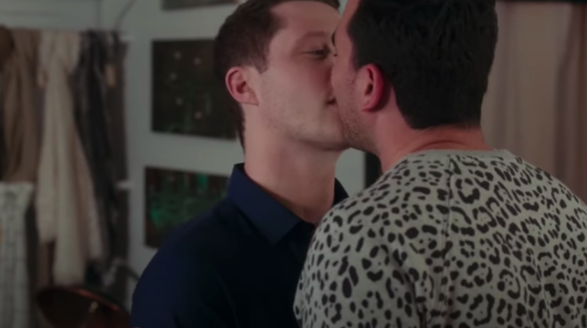 David and patrick from schitts creek kiss
