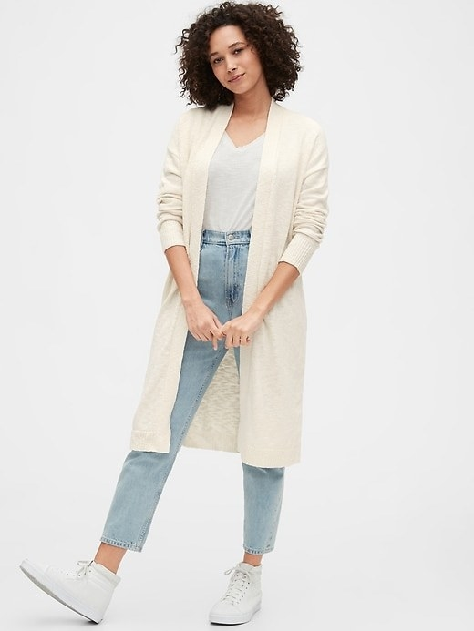 The knee-length duster in cream