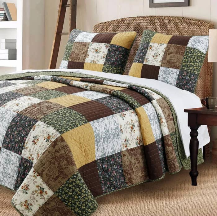The reversible queen quilt with two matching shams