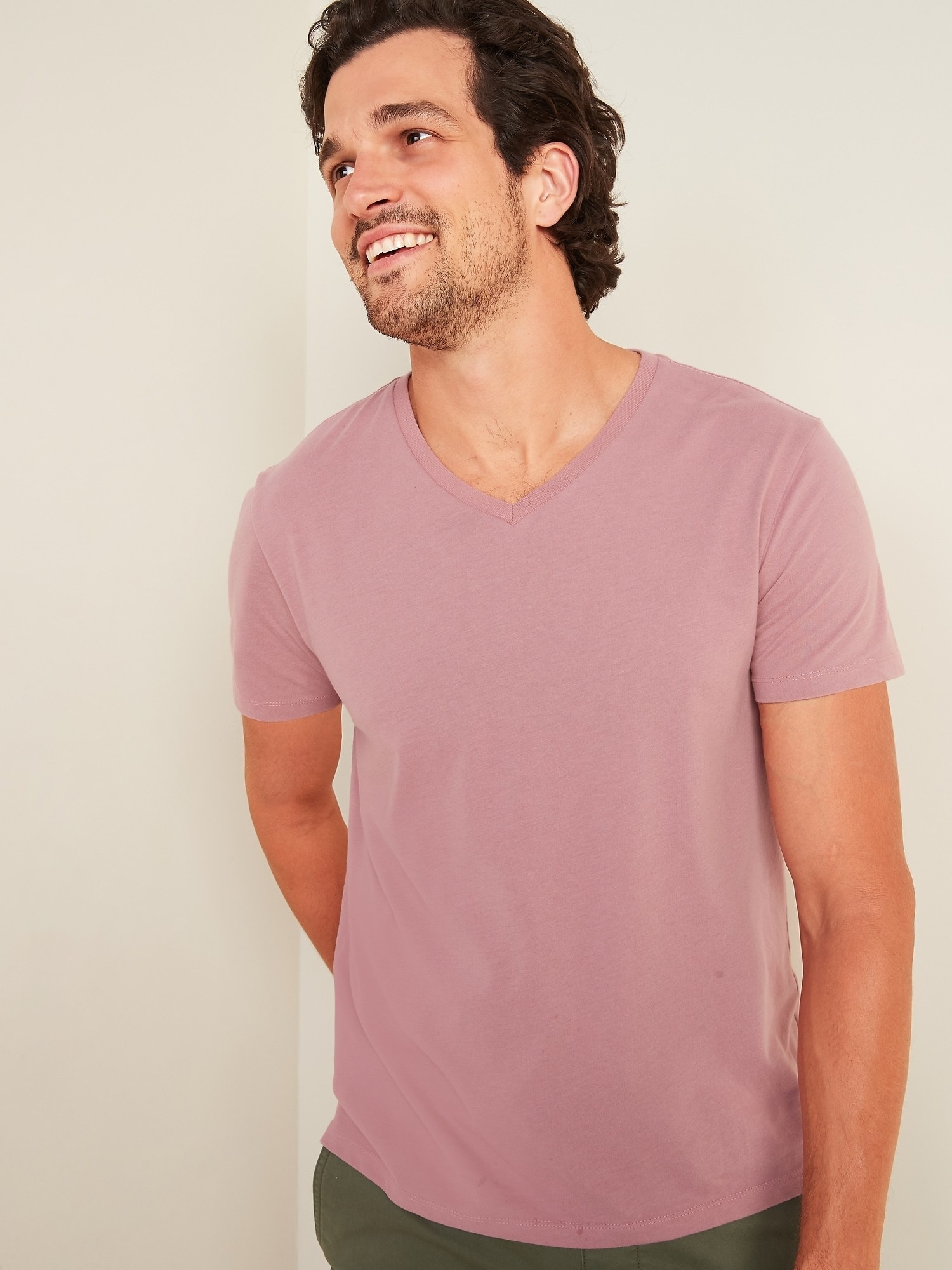 Model wearing the tee in dusty birch color with green pants
