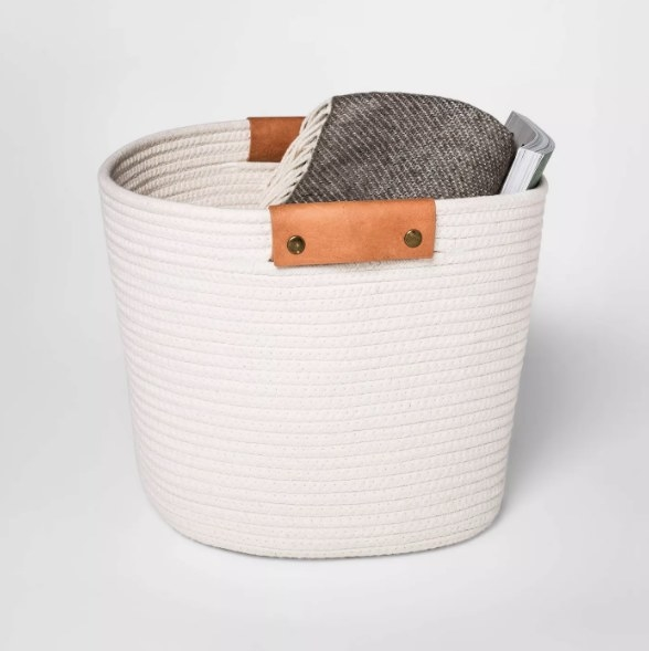 Rope blaket in white with blanket inside