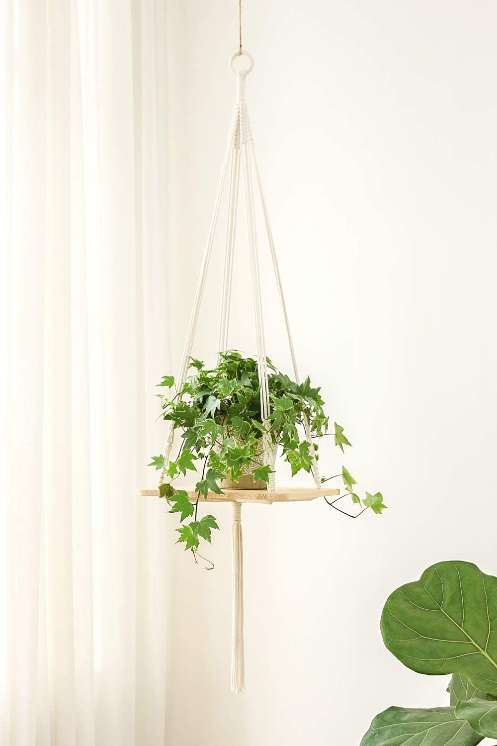 The platform planter with white thread