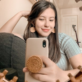 Person uses phone stand