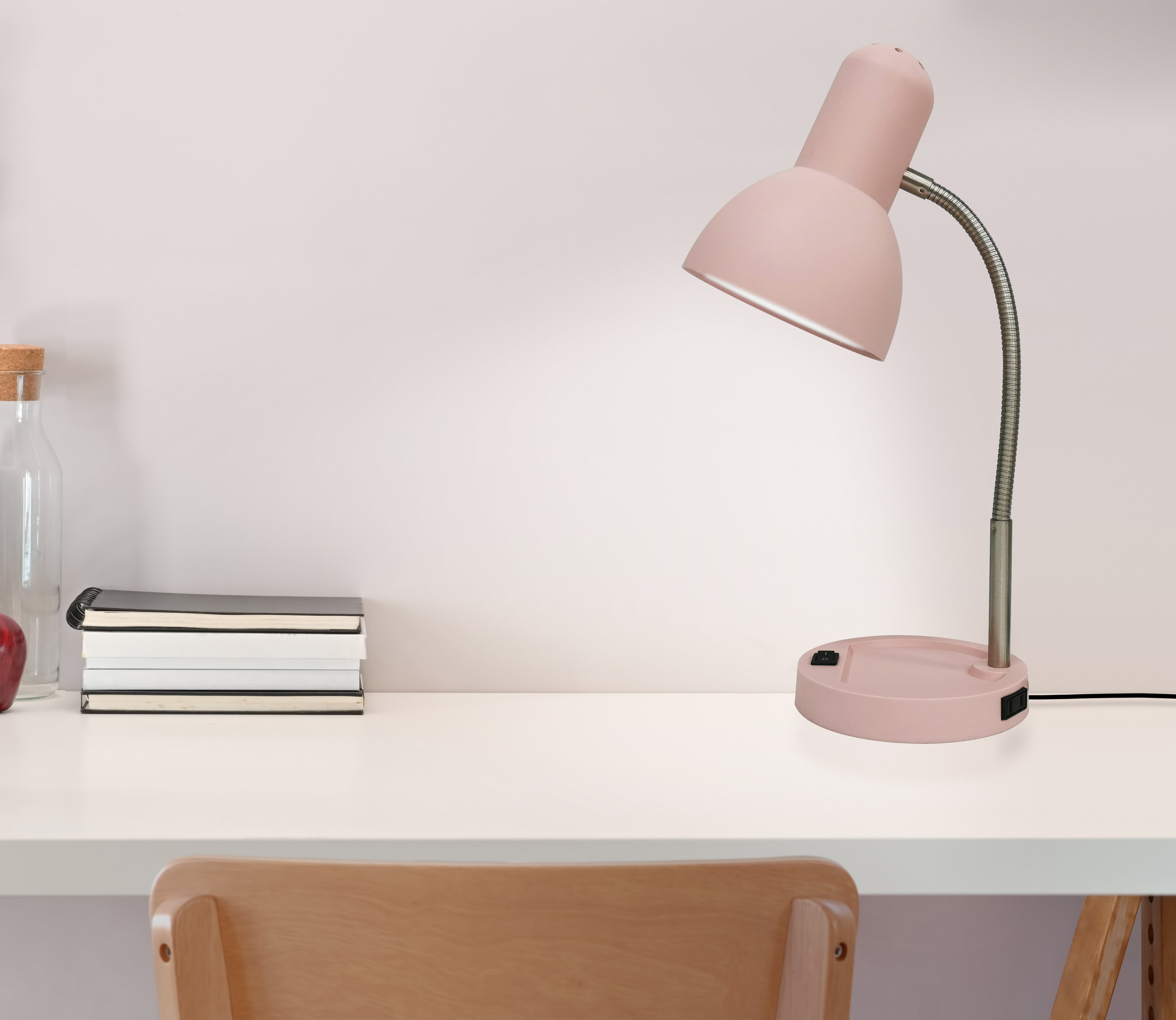 The desk lamp in pink in a minimalist room