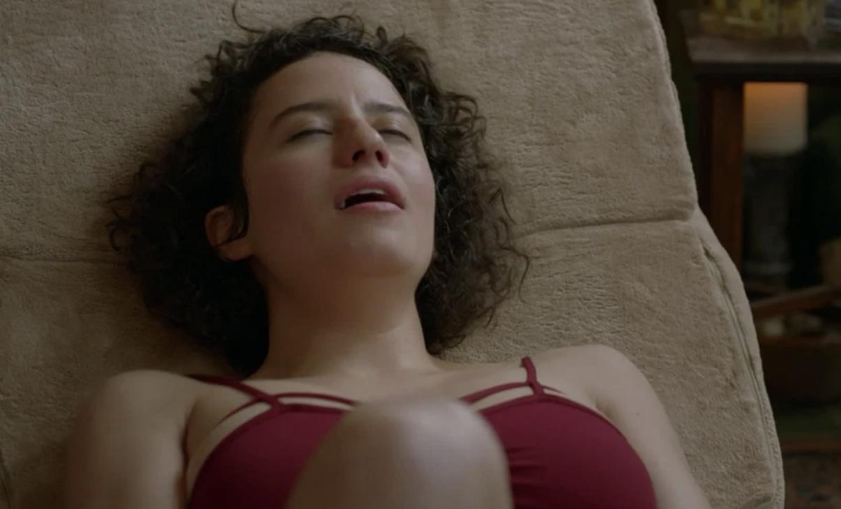 """Ilana Glazer masturbating in """"Broad City"""""""