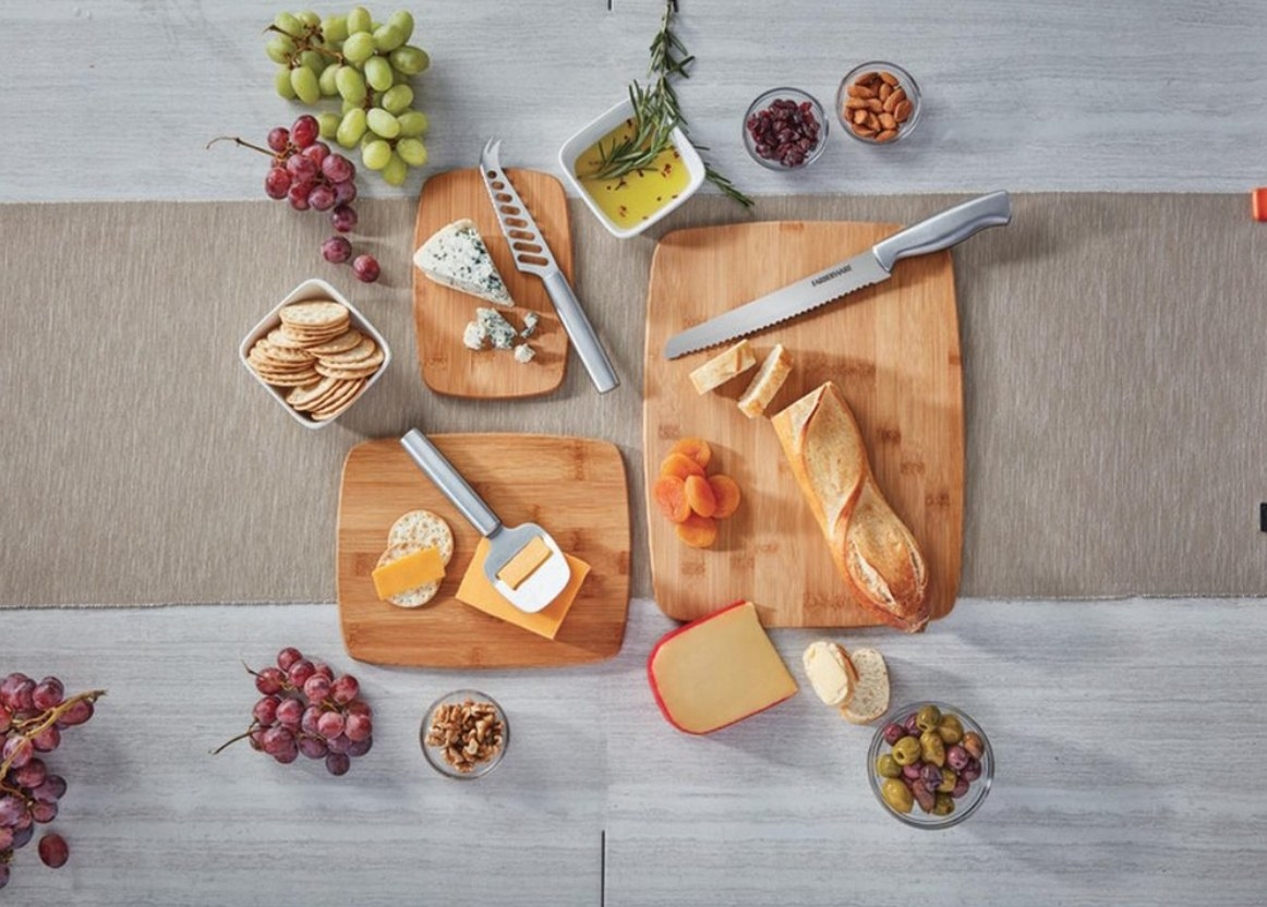 The bamboo cutting boards
