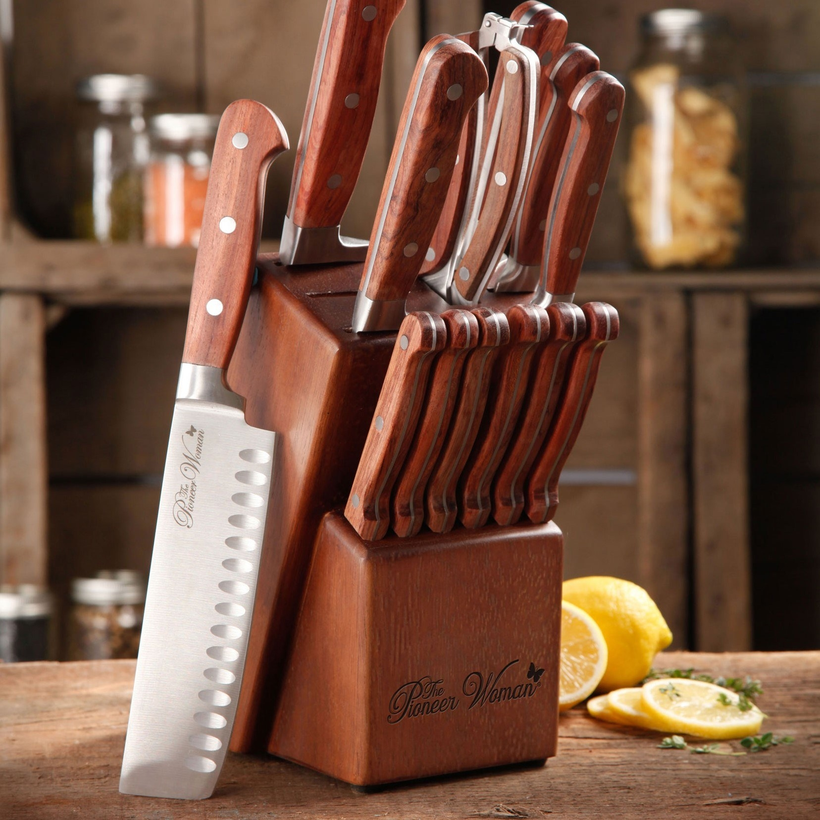 The knife set in the color red rosewood