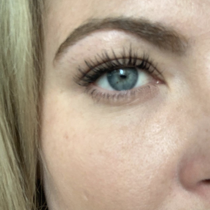 Close-up of reviewer's eye with mascara applied and long-appearing lashes