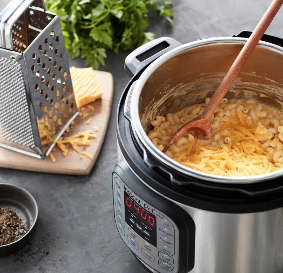 The instant pot cooking mac 'n' cheese