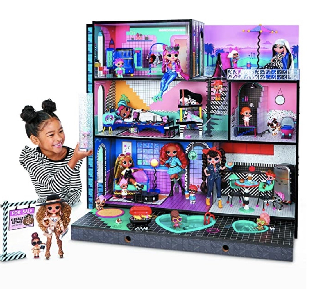 the LOL dolls party house