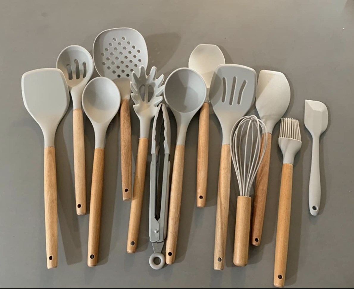 A reviewer's photo of the utensil set