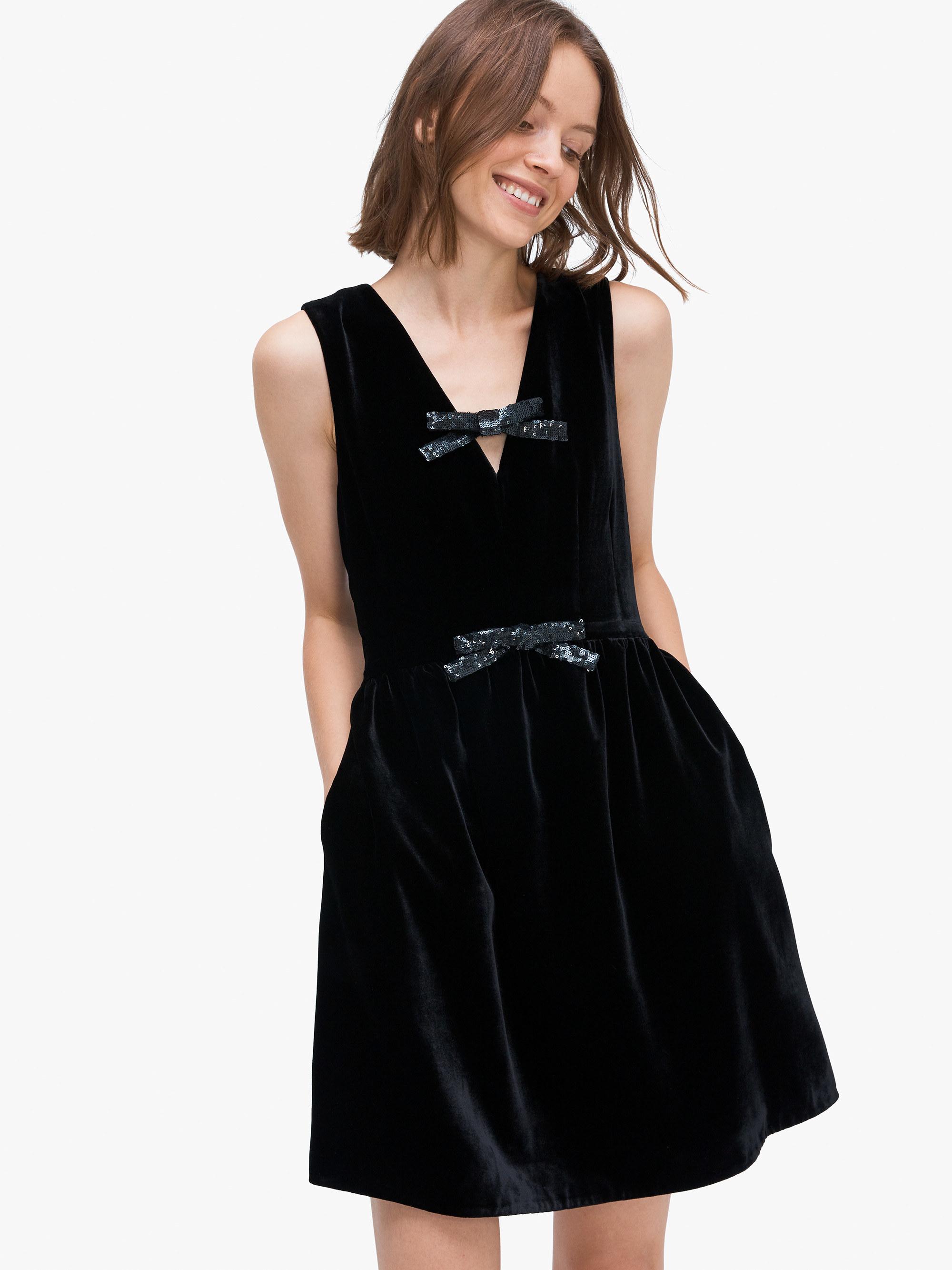 A model wearing the black dress
