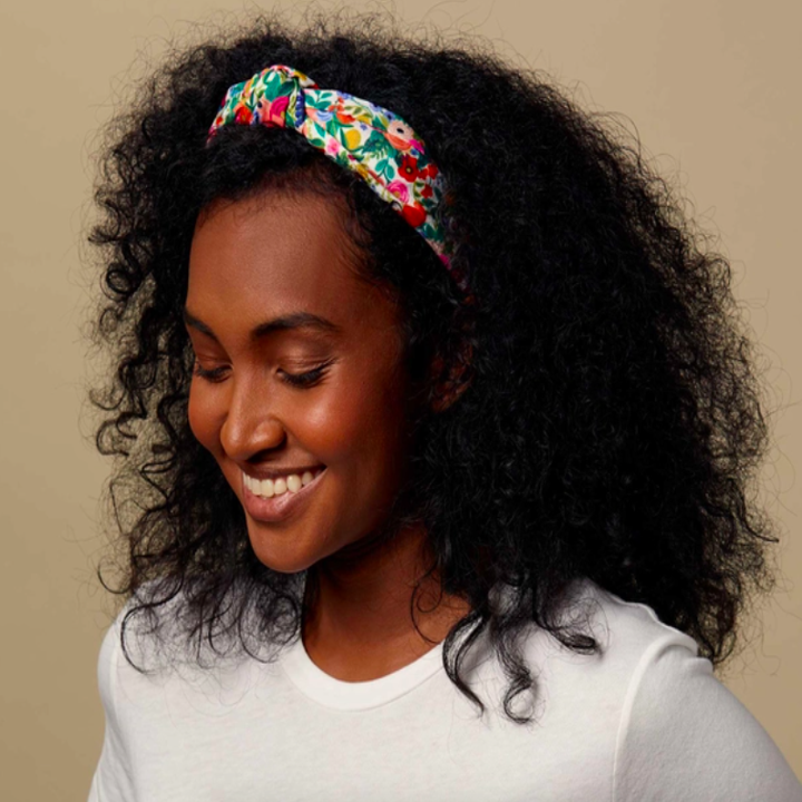 A model wearing the headband.
