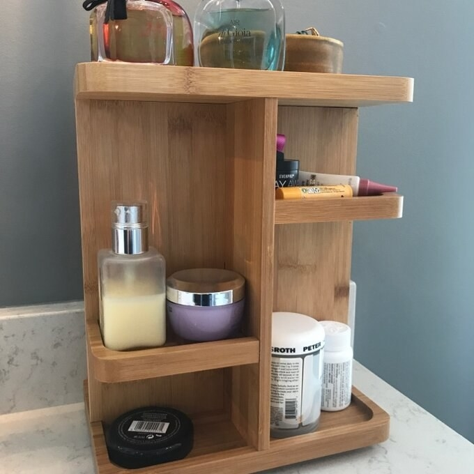 The makeup organizer