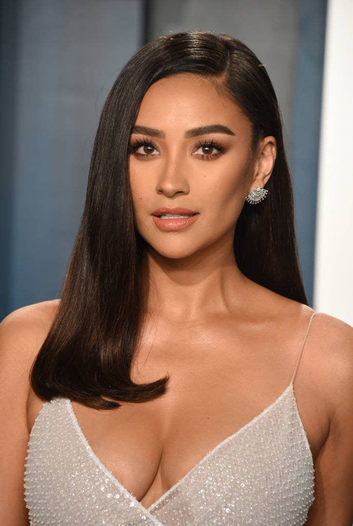 Shay Mitchell attends the 2020 Vanity Fair Oscar Party