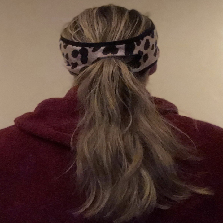 reviewer wearing the leopard headband with opening in the back