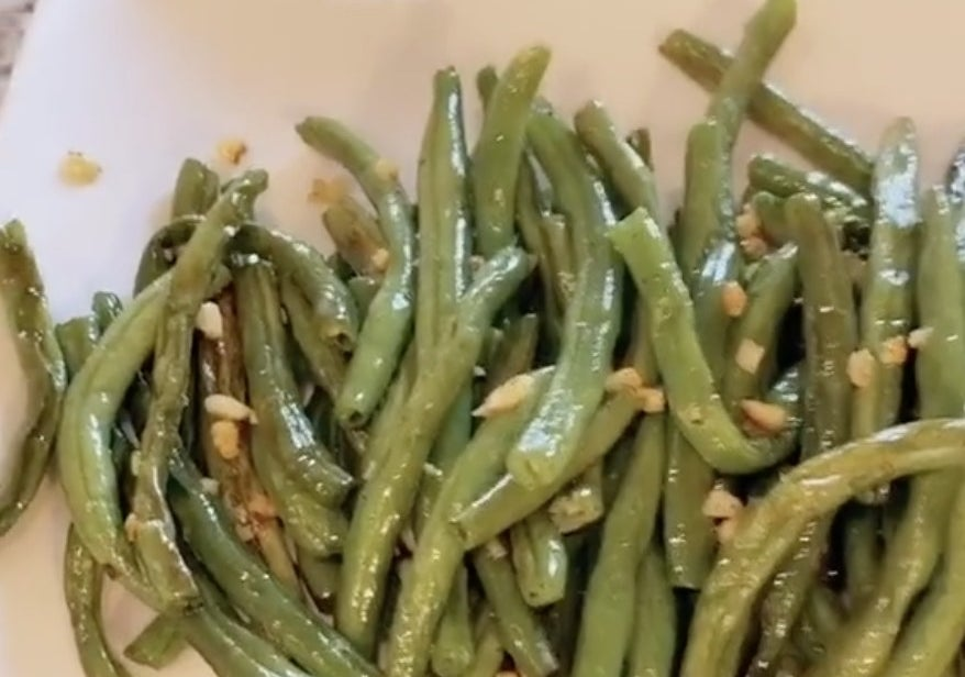 A simple plate of cooked green beans and garlic