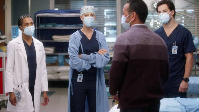 Several doctors standing inside Grey Sloan Memorial Hospital