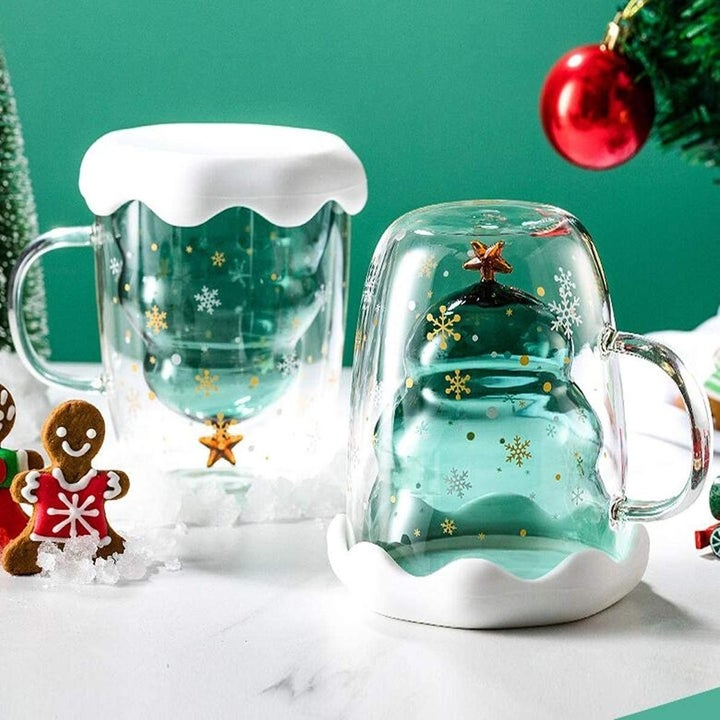 mug with inner chamber shaped like a christmas tree with a handle and a snow-like lid